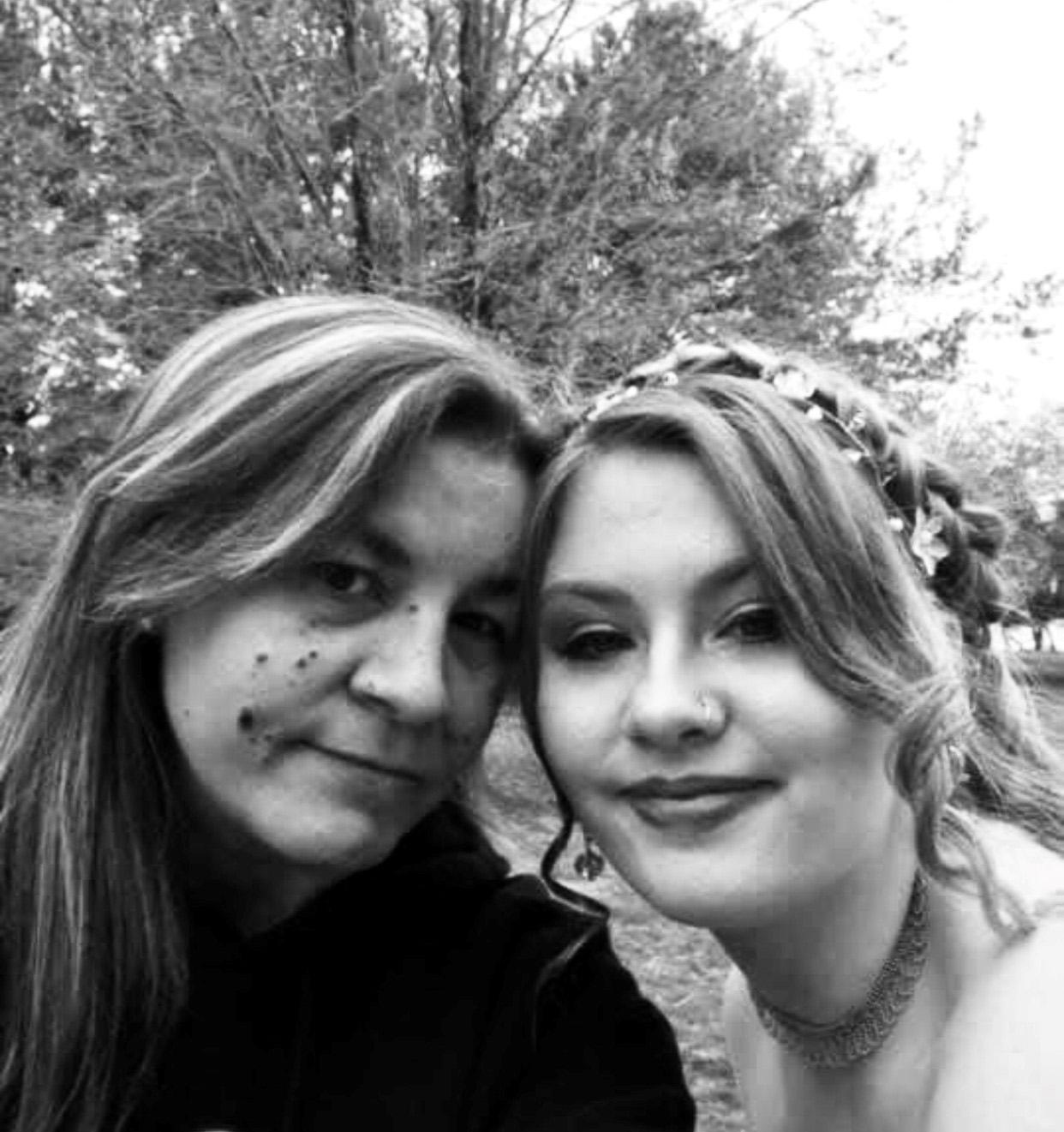 Jessica and Raven Schlosshan - MOW volunteers